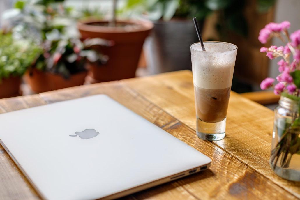 Coworking Space mit Kaffee und Essen